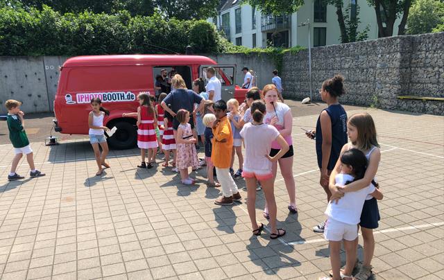 Fotobus-mieten-köln-düsseldorf-hilden-wuppertal-Events-Kindergeburtstag